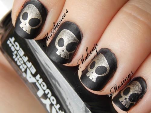 cg skulls over layla black swatch
